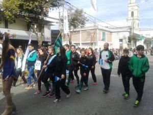 Caide en desfile 25 de mayo