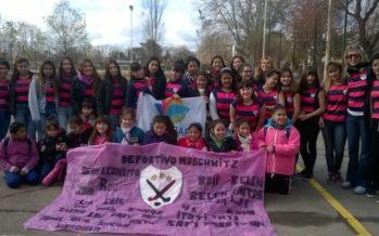 Alumnas de la escuela de hóckey de Maschwitz fueron a ver a Las Leonas