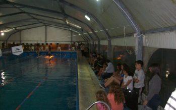 26 equipos participaron del Torneo de Relevos de natación, en Independiente
