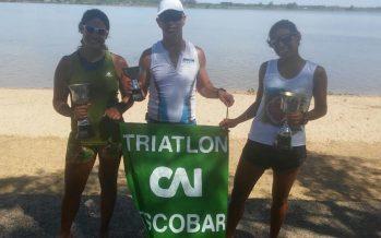 Mercado y Castelli ganaron en sus categorías en el triatlón de Federación