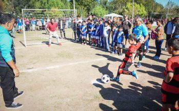 Sujarchuk estuvo en la apertura del torneo Copa Challenger de fútbol infantil